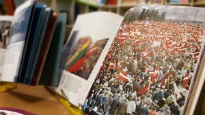 Vēstures stunda bibliotēkā grāmatas