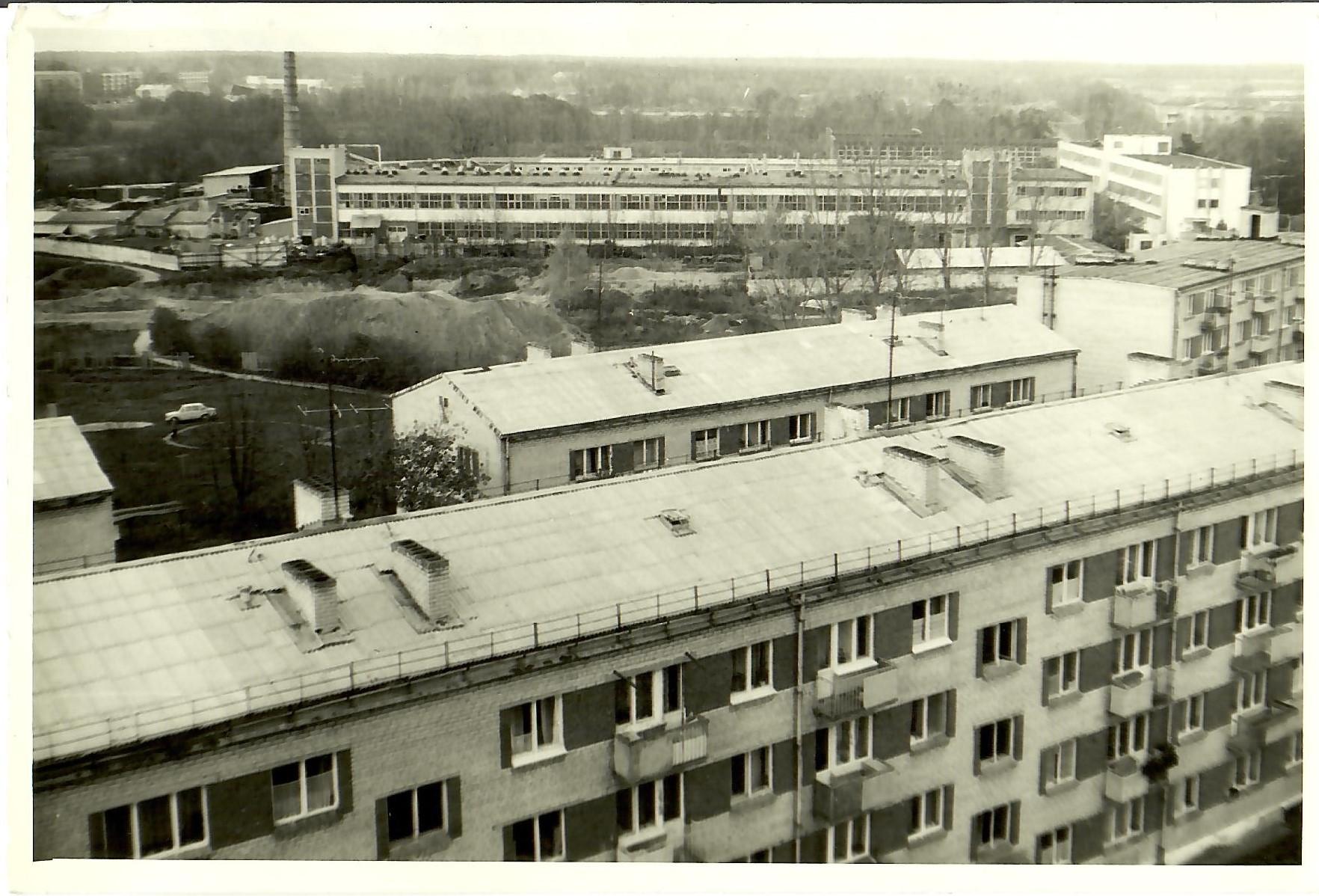 Skats uz ciematu no 13.korpusa 9.stāva. 1988.gada oktobrī. (Foto no V.Kārkliņa arhīva)