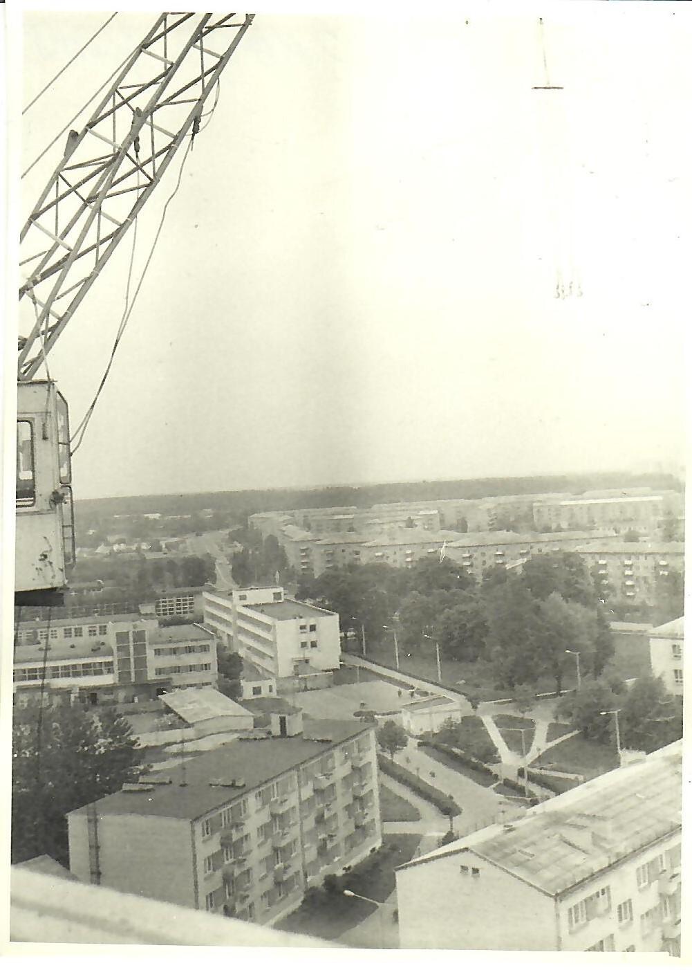 1980.gads. Skats no 13.korpusa jumta (Foto no V.Kārkliņa arhīva)