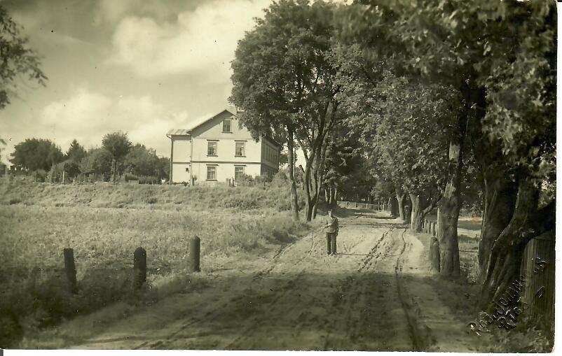 Tagadējās Juglas un Pāles ielas krustojums (Foto no J.Pimbera arhīva)